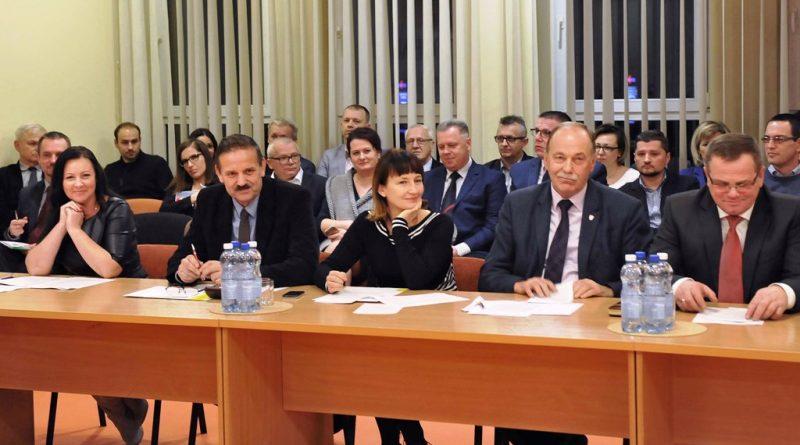Sesja nadzwyczajna Rady Powiatu Ostrowieckiego dotycząca sytuacji w szpitalu