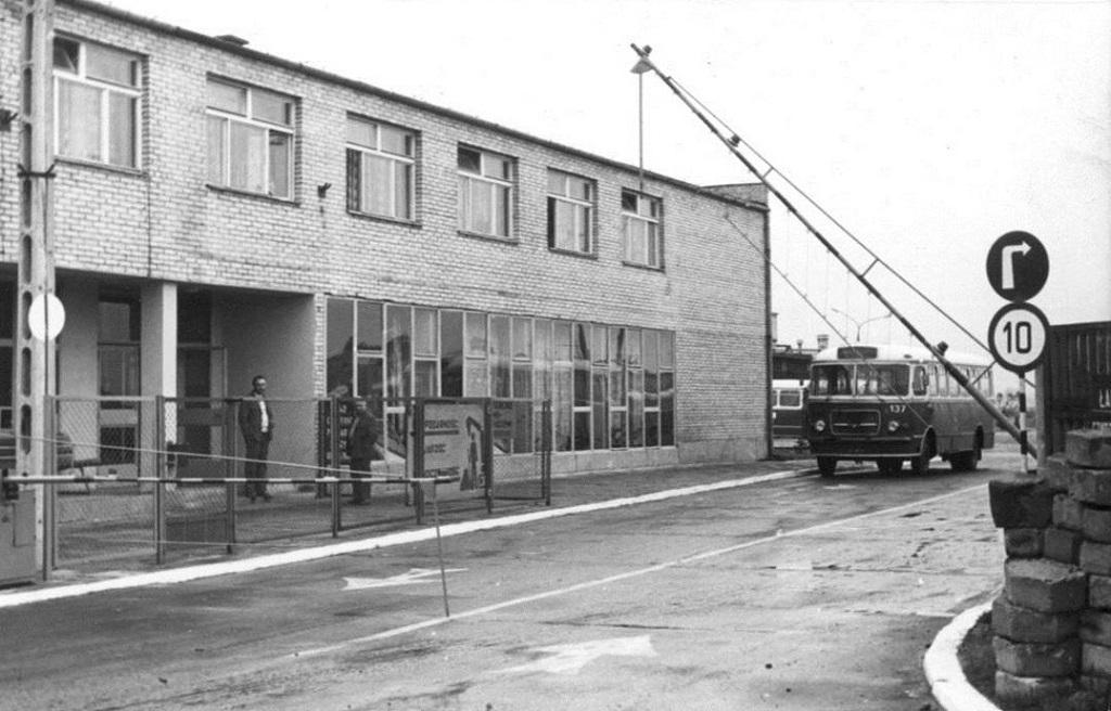 W 1971 roku oddano do użytku nowy budynek administracyjny