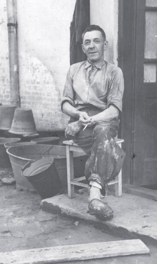 Stanisław Kaczmarski podczas przerwy w pracy