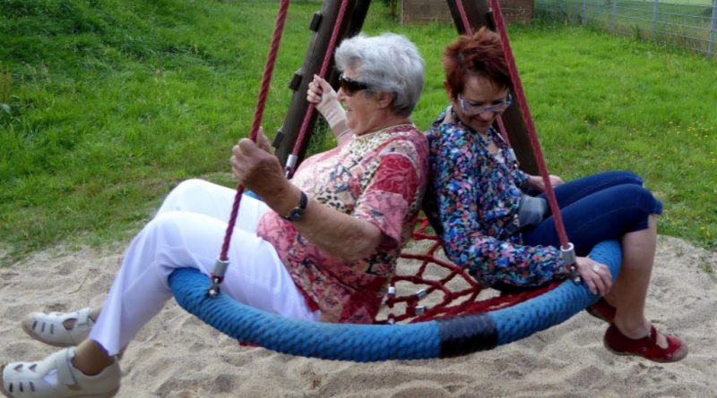 seniors-1166741_1920