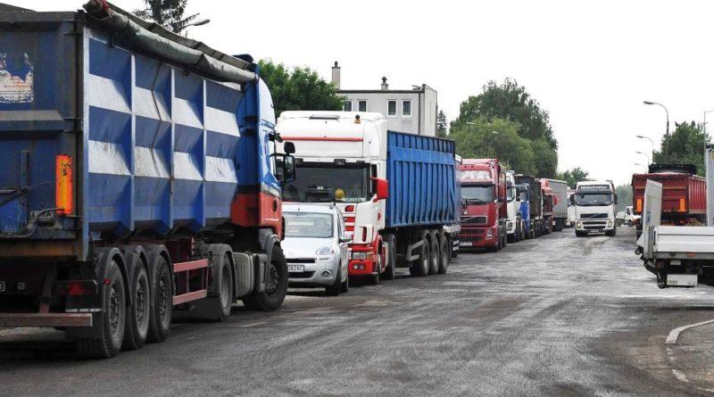 Jak przeciąć sznur ciężarówek pod bramą nr 3? (zdjęcia)