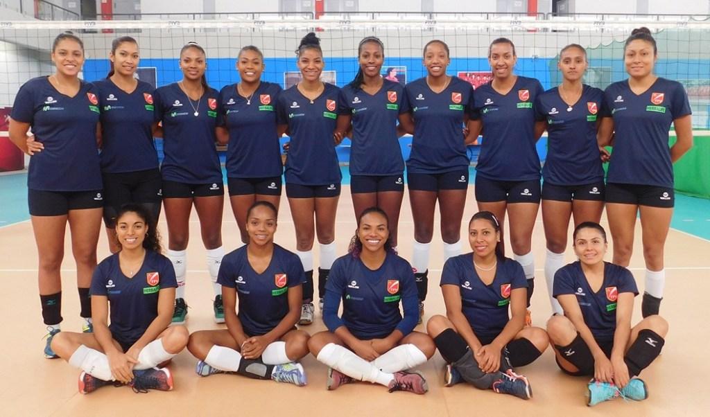 PERU Reprezentacja Peru wzięła już udział w drugiej edycji World Grand Prix w 1994 roku. W rozgrywkach występowała również w 2011 i 2014 roku. Najwyższe, 11 miejsce, w rankingu FIVB, zajmowała w 2011 roku. W 2014 roku Peruwianki opuściły II dywizję World Grand Prix i w sezonie 2015 i 2016 występowały w fi nale III dywizji, zajmując 4 lokatę. W 2015 roku przegrały w finale grupy 3 z Kenią 1:3, a w zeszłym roku z Chorwacją 1:3. Złoty wiek siatkówki w Peru datuje się na lata osiemdziesiąte, kiedy zespół zdobył srebro na Igrzyskach Olimpijskich w Seulu w 1988 roku, srebro w mistrzostwach świata w 1982 i brąz w mistrzostwach świata w 1986 roku. Wcześniej zajmowały czwartą pozycję w turnieju olimpijskim w Meksyku w 1968 roku i Los Angeles w 1984 roku, przegrywając 1:3 z Japonią w meczu o brązowy medal. Zespół dziś nie prezentuje już takiego poziomu, ale na poziomie kontynentalnym zawsze jest mocny. W 2015 roku sięgnął po wicemistrzostwo Ameryki Południowej.