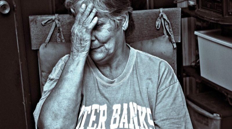 older-lady-1716955_1280