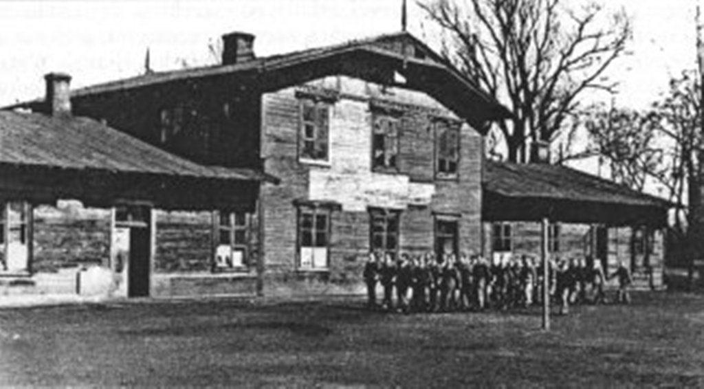 Pierwszy budynek szkoły