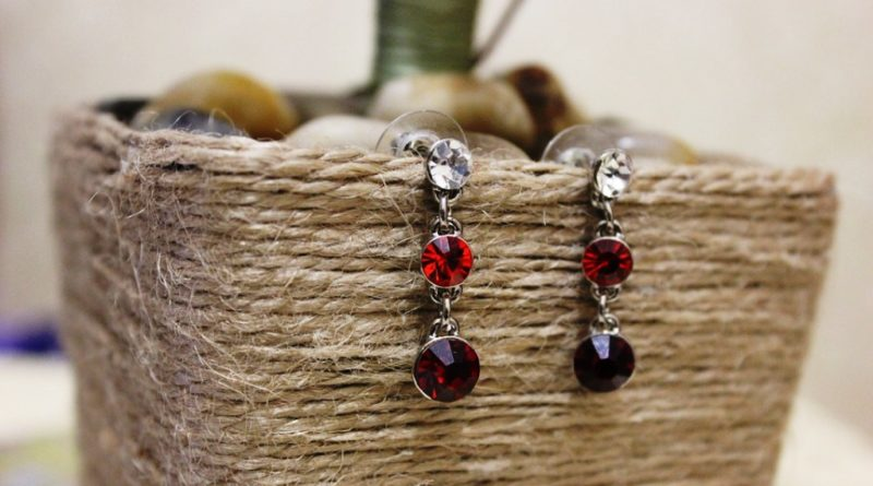 earrings-with-red-stones-2373673_960_720