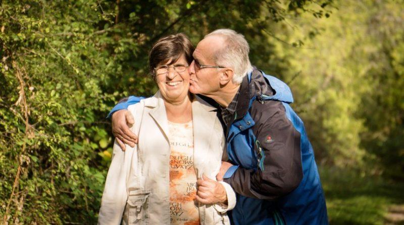 grandparents-2198053_960_720