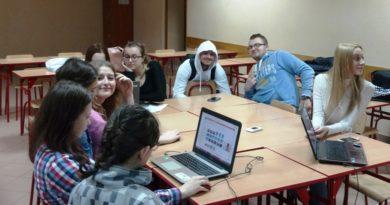 """Uczniowie """"Staszica"""" zwyciężają w Wirtualnym Festiwalu Filmoteki Szkolnej"""