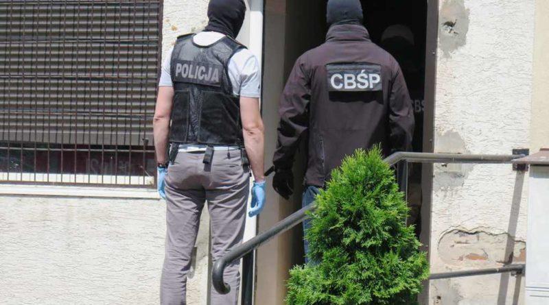 Likwidacja ostrowieckiego sklepu z dopalaczami przez funkcjonariuszy CBŚP