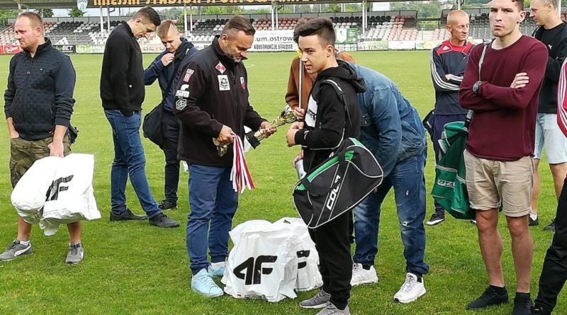 Finał Ostrowieckiej Piłkarskiej Ligi Firm. Hi-Sport przed Oldbojami KSZO i Scorpionem