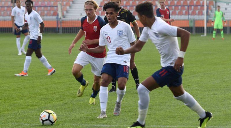 Miejski Stadion Sportowy w Ostrowcu Świętokrzyskim. Puchar Syrenki. Anglia – Norwegia 6:0