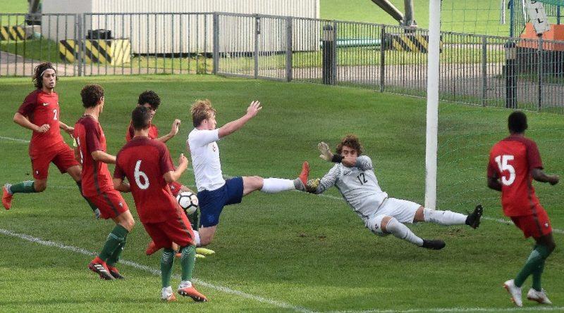 Miejski Stadion Sportowy w Ostrowcu Świętokrzyskim. Puchar Syrenki. Anglia – Portugalia 2:1