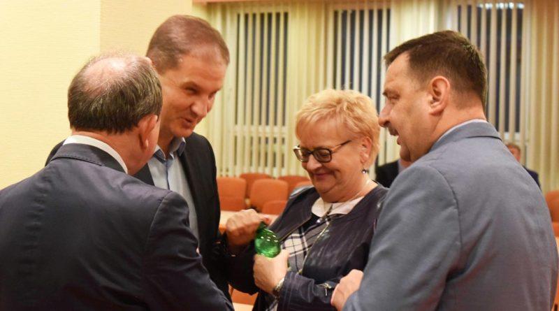 """Nadzwyczajna sesja w powiecie. Bez zgody na sprzedaż nieruchomości Przychodni """"Rodzina"""""""