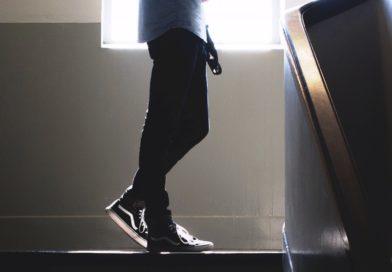 Kradzież rozbójnicza na klatce schodowej