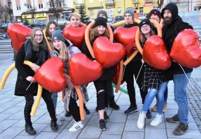 Zakochani w Ostrowcu. Wieczór walentynkowy na ostrowieckim Rynku