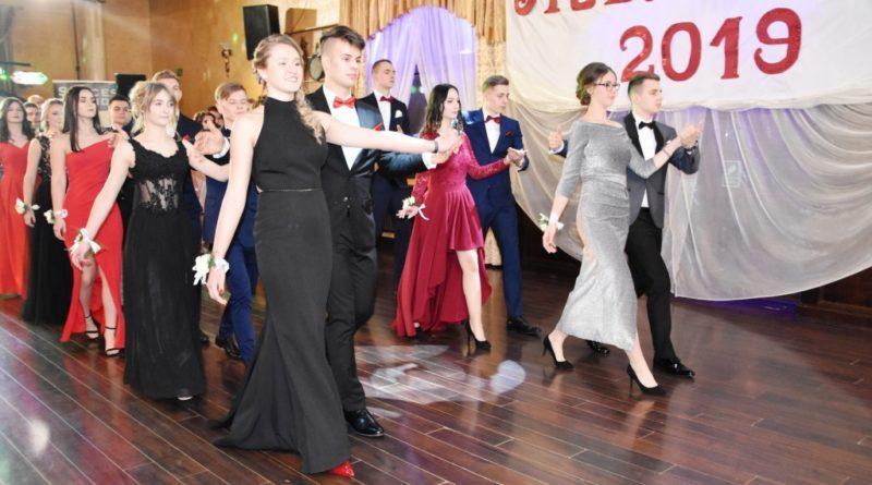 Studniówka w Zespole Szkół Ogólnokształcących Mistrzostwa Sportowego w Ostrowcu Świętokrzyskim