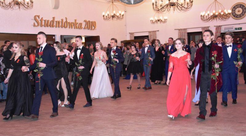 Studniówka w LO Nr III imienia Władysława Broniewskiego w Ostrowcu Świętokrzyskim