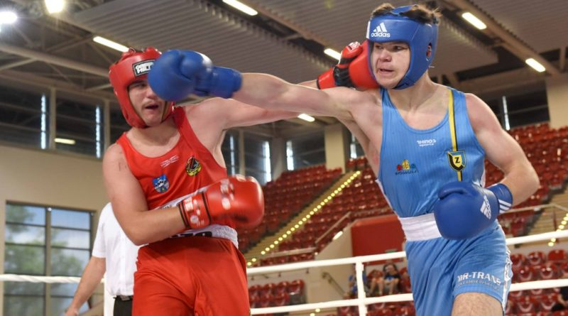 Ogólnopolska Olimpiada Młodzieży w Boksie. Finałowe walki kadetów. Złoto Dawida Brzezińskiego