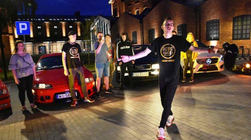 Powstał wideoclip na dziedzińcu Ostrowieckiego Browaru Kultury. Karolke i Ostrowiecki Rap w rolach głównych