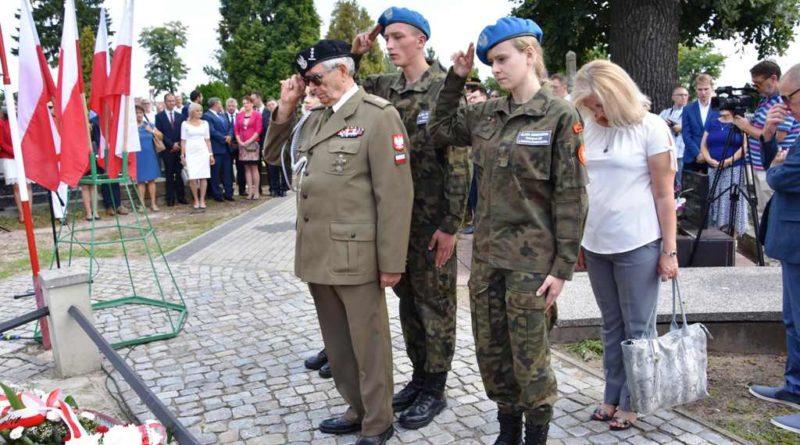 Święto Wojska Polskiego. Uroczysta msza, kwiaty i znicze na grobach żołnierzy wojny 1920 roku