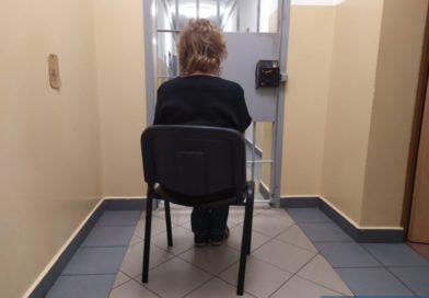 Miała odbyć 15 dni kary pozbawienia wolności. Ukrywała się. Wpadła, gdy się awanturowała…