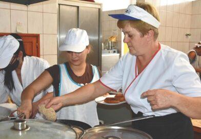 """""""Pieprz i sól"""". Gotują już dla mieszkańców od 20 lat"""