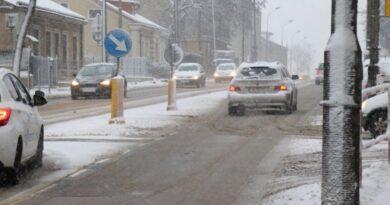 Atak zimy. O czym powinni pamiętać kierowcy?