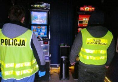 Dwa kolejne automaty oraz 6.000 złotych gotówki w rękach policjantów
