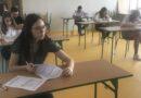Ósmoklasiści na egzaminie próbnym