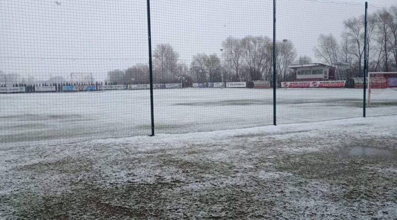 Boisko w Wólce Pełkińskiej nie nadaje się do gry. Świętokrzyski Związek Piłki Nożnej przekłada mecz z KSZO