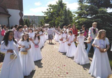 Uroczystość Bożego Ciała i procesja eucharystyczna w parafii pw. Św. Jadwigi w Ostrowcu Świętokrzyskim