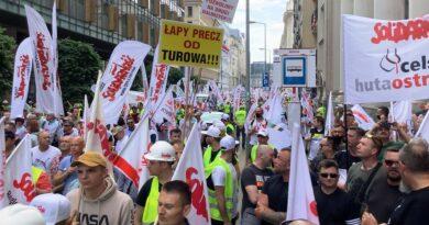 Zielony Ład tak, ale nie kosztem przedsiębiorstw i miejsc pracy. Ostrowieccy hutnicy protestowali w Warszawie (zdjęcia)