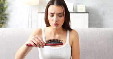 Jak dbać o włosy, żeby zapobiec ich wypadaniu? Oto kilka praktycznych porad