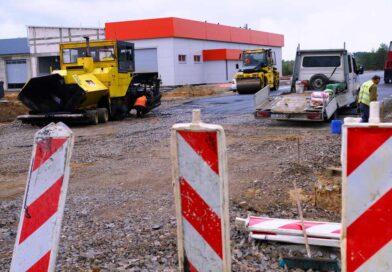 MPRD buduje drogi i parkingi w sąsiedztwie nowej bazy operatora transportu publicznego (zdjęcia, wideo)