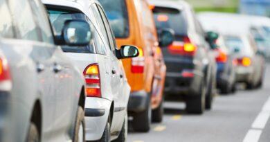 Zakaz jazdy na zderzaku nie do zweryfikowania przez policję? Pytamy ekspertów
